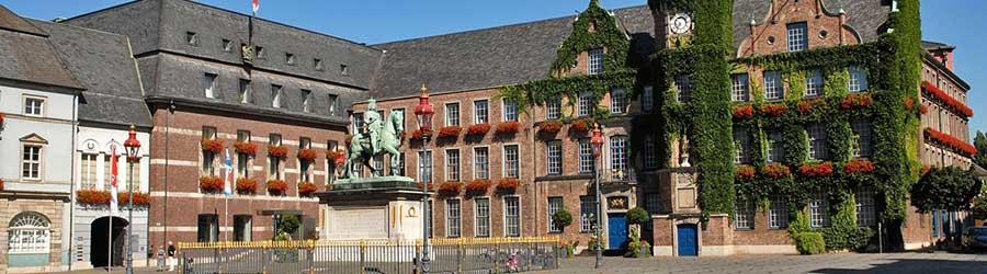 Jan-Wellem-Reiterstandbild auf dem Marktplatz vor dem Rathaus